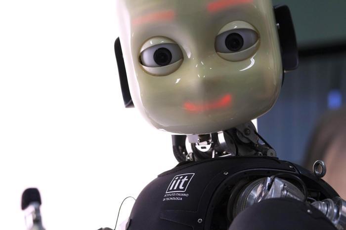 ICUB: Il Robot italiano con la pelle artificiale